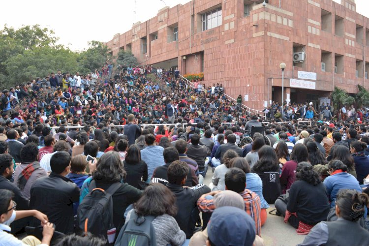 JNU Students protest outside campus against fee hike, clash with cops