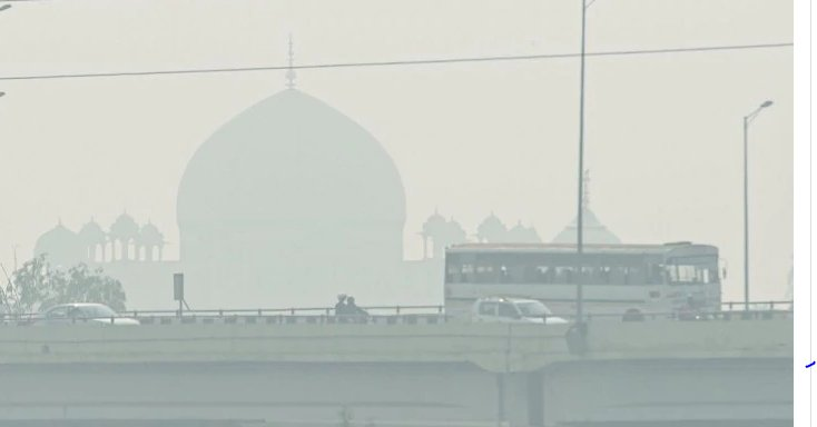 Thick Layer of Smog enters Delhi,National slips into emergency zone