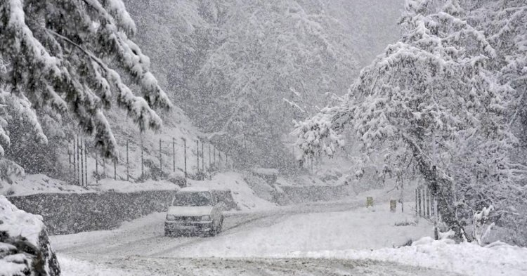 Heavy Snowfall and Fresh Rain showers at  Sri Nagar  Kashmir valley