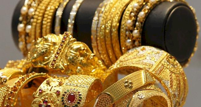 Gold  rate declines by Rs 166 to 38,604 per 10 gm
