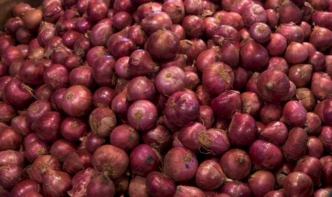 Thieves steals  onion worth Rs.50000 in West Bengal,Cash box remains safe