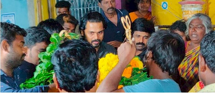 Kollywood actor Karthi tears up at the Funeral of his fan at Ulundurupet