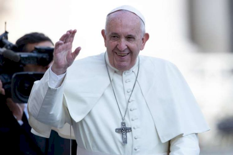Pope Francis says sorry after slapping woman's hand: I lost patience