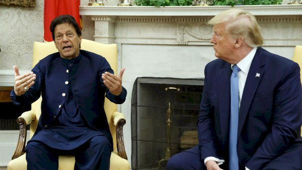 Trump calls Pak PM very good friend, offers to help India on Kashmir