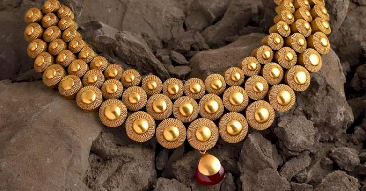Gold prices dropped by Rs 388 to Rs 41,270 per 10 gram