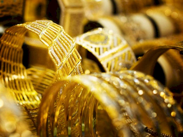 Gold prices fall over ₹500 per 10 gram this week