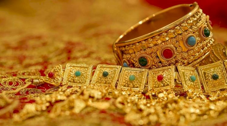 Gold prices dipped down by 0.2%