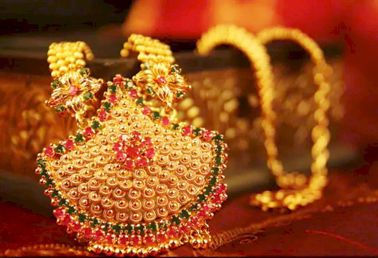 Gold rises after falling Rs 1800 per 10 gram in just a day