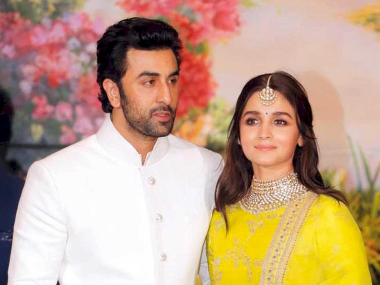 Ranbir Kapoor and Alia Bhatt spotted together amid lockdown : Videos went Viral