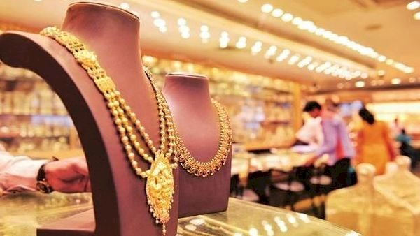 Gold rate today fall as profit booking continues