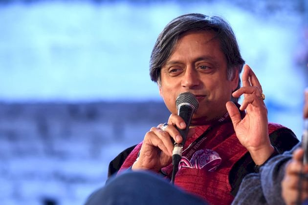 Shashi Tharoor speaks fluent Bangla, requests Bengali migrant workers not to leave Kerala.