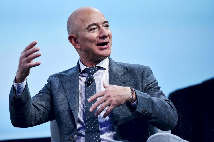 Jeff Bezos just became richer by $6.4 billion after Amazon hit the $1-trillion mark