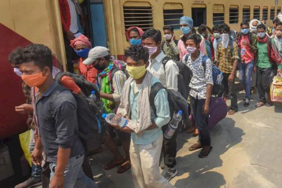 Migrant workers hurl stones at police in Gujarat's Bharuch, demand to be sent back home