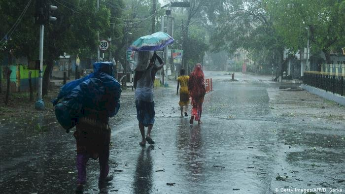 24 dead as Cyclone Amphan leaves behind trail of destruction in India, Bangladesh