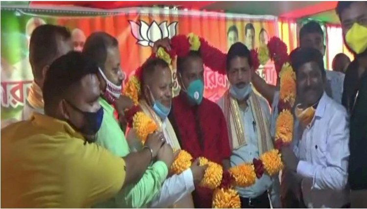 Assam BJP leaders flout social distancing norms at event