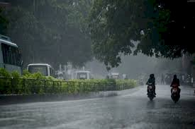 Monsoon arrives in Delhi with high velocity winds