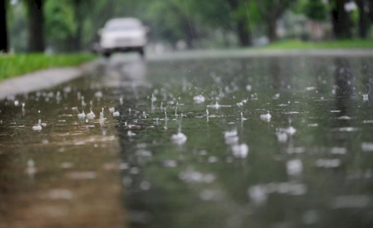 Heavy rains lash Mumbai, more in store on Saturday: IMD