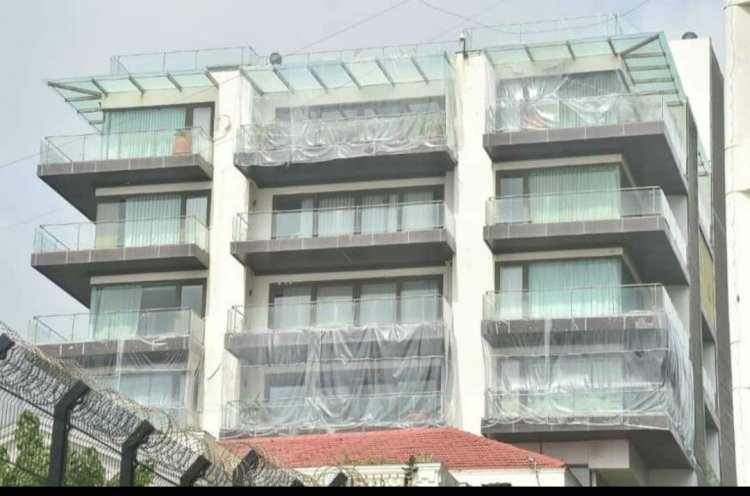 Shah Rukh Khan's bungalow Mannat covered with plastic sheets to protect it from rain. Viral pics