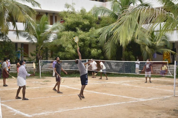 Sports, music and therapy motivate Covid-positive people at quarantine centres in Andhra Pradesh