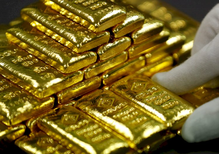 Gold falls below $1,900 level as US dollar, yields rise
