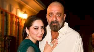 Sanjay Dutt and Maanayata head to Dubai for his cancer treatment
