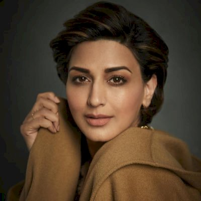 Sonali Bendre holds her head high in new post