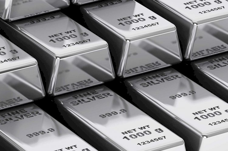 Silver futures trade steady at Rs 61,975 per kg