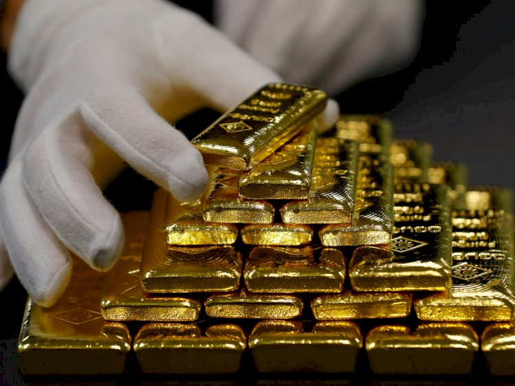 Gold prices plunged by Rs 1,049 to Rs 48,569 per 10 gram