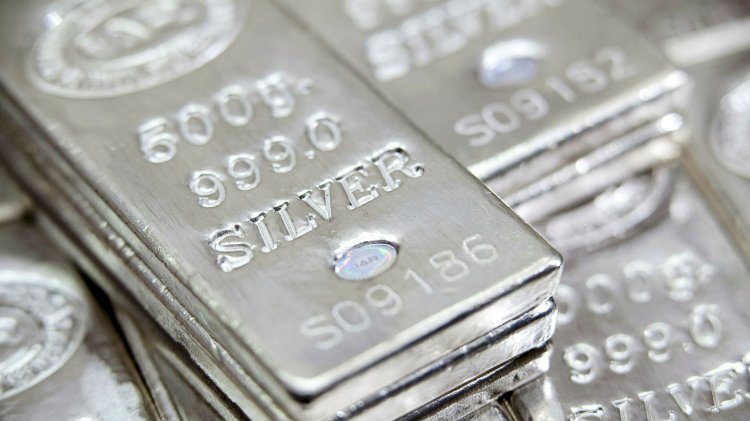 Silver jumps 1 percent ,Gold metal trades above Rs 50,100
